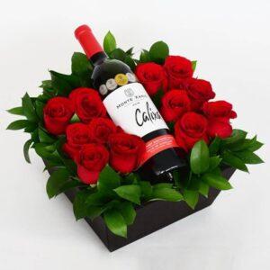 arreglo-de-flores-para-hombre-12-rosas-con-vino-azap-dot-com-765px-765px